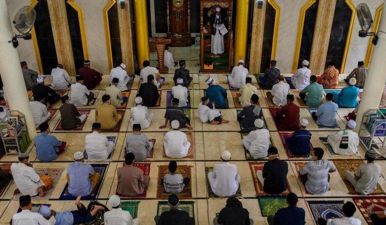 Parfaite organisation dans les mosquées, anarchie sur les plages…