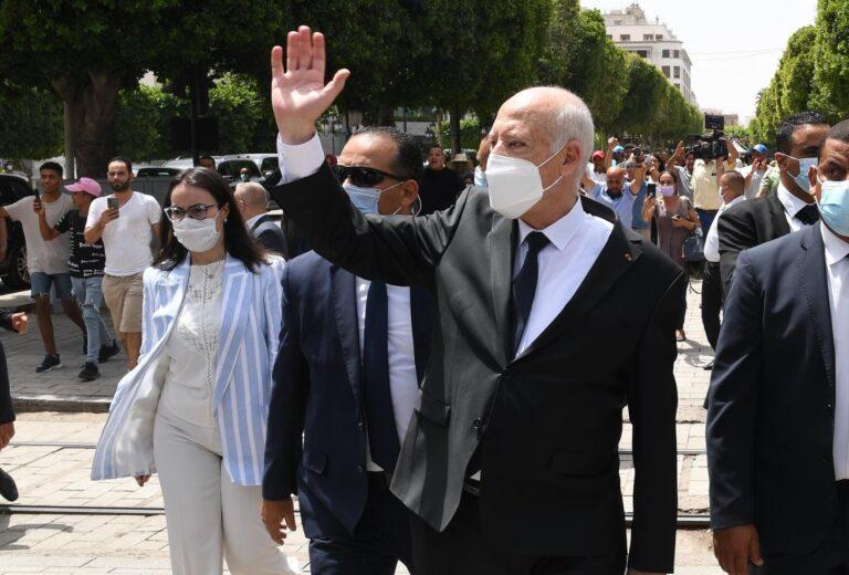 Tunisie : Kais Saied prend un bain de foule avenue Bourguiba